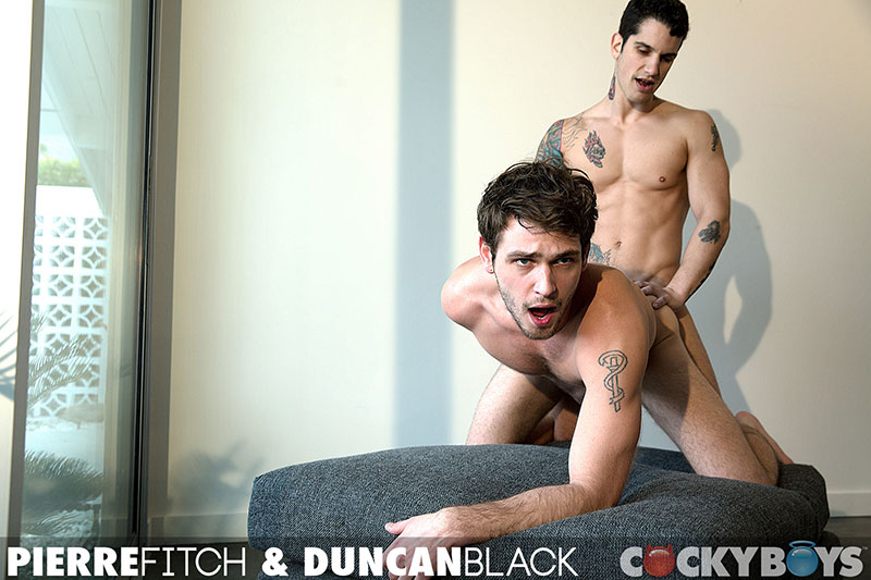 Boys Next Door Pierre Fitch Drills Duncan Black Photo 14