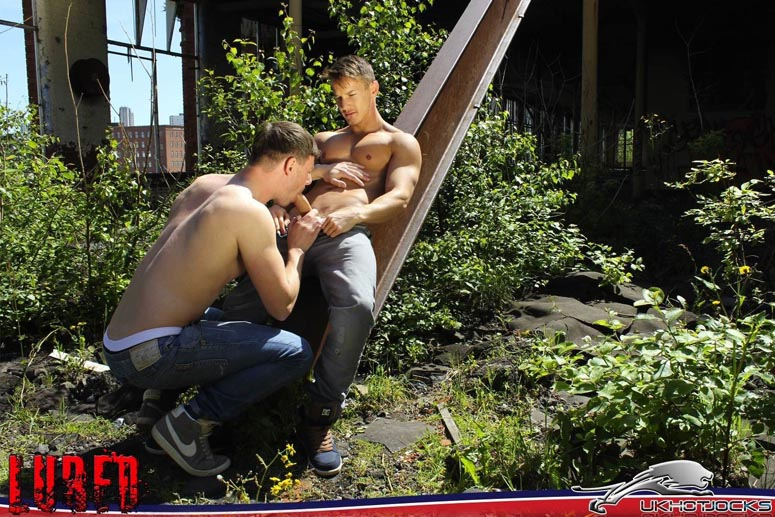 UK Hot Men's Lured Into the Light 8
