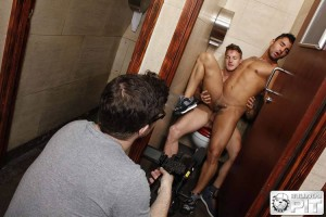 boysnextdoor-sex-nasty-cruising-bathroom-04