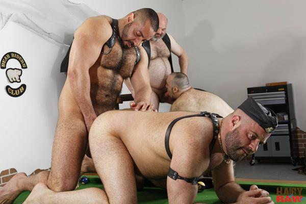 boysnextdoor-bareback-hairy-raw-3way--10